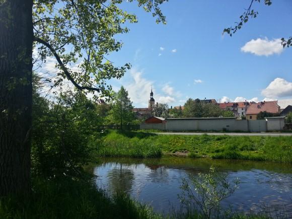 Blick zur Radeburger Kirche vom Röderufer