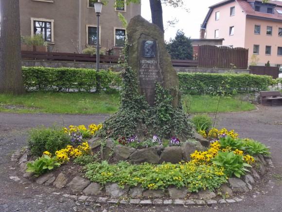 Zille-Denkmal - Heinrich Zille wurde 1858 in Radeburg geboren