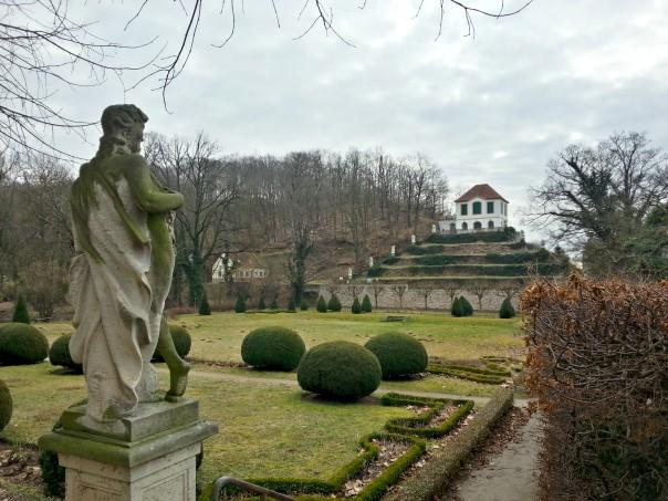 Blick zur Heinrichsburg mit Monatstreppe vom Schloss Seußlitz