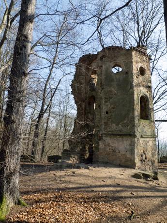 Reste des unter Denkmalschutz stehenden Turmes