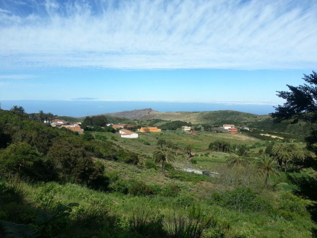 Blick zurück über Las Hayas, im Hintergrund die Insel El Hierro