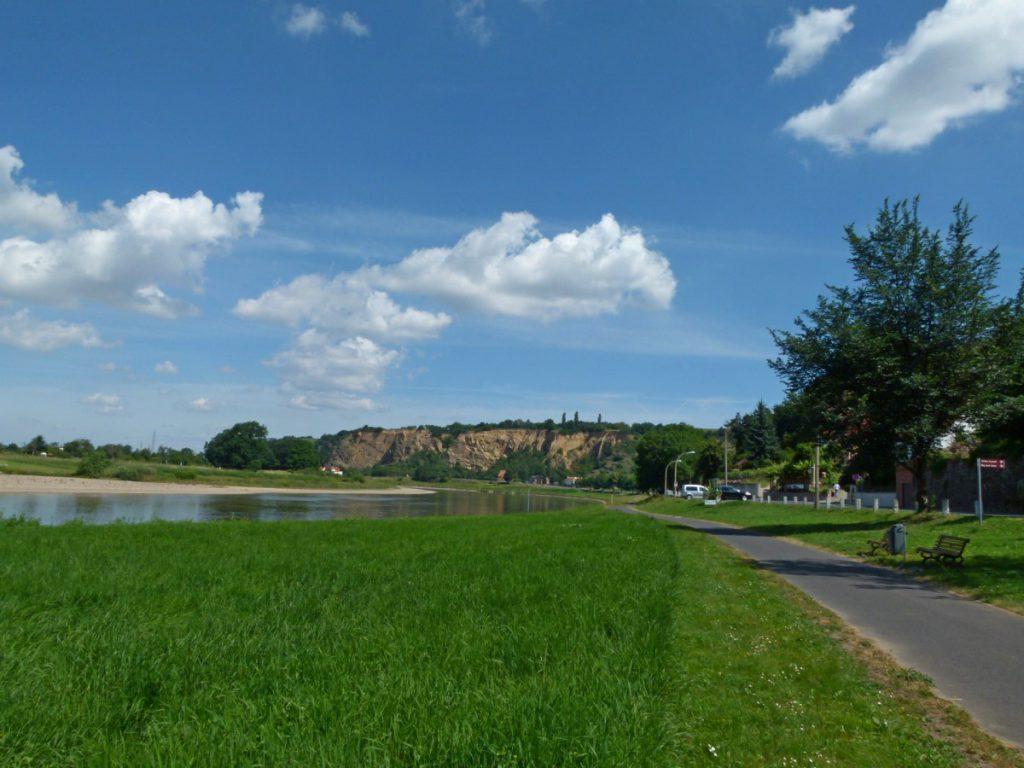 Start an der Elbe in Diesbar - Blick zum Bösen Bruder