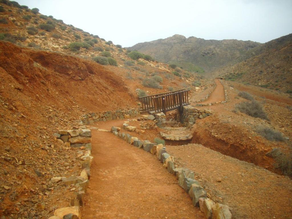 Wanderweg im Barranco de Teguereyde