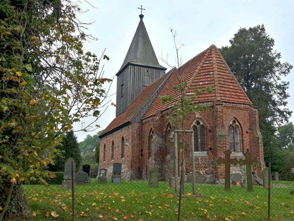 Start an der Backsteinkirche in Groß Zicker