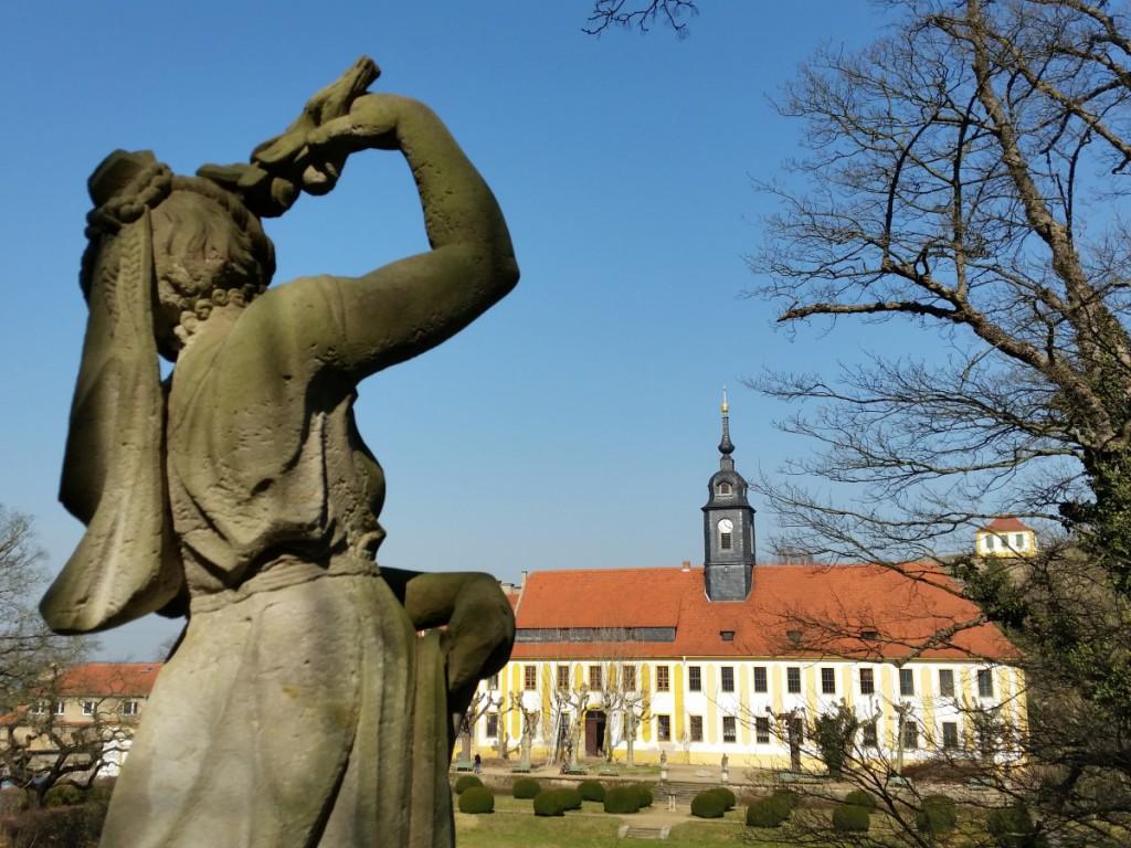 Blick zum Schloss Seußlitz von der Monatstreppe