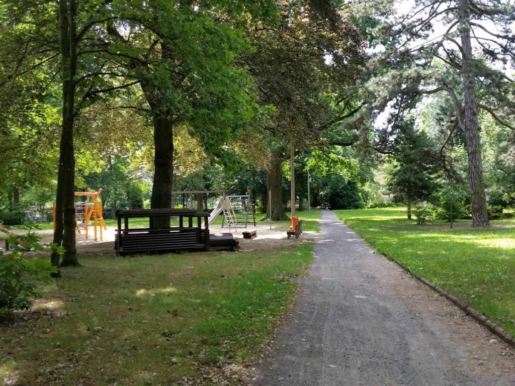 Berbisdorfer Rundweg - Im Schlosspark Berbisdorf