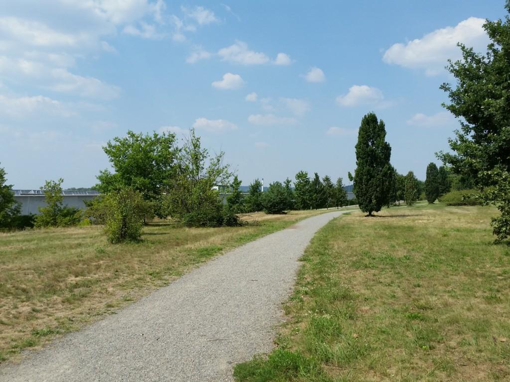 Weg zwischen Hellersiedlung und Industriegebiet
