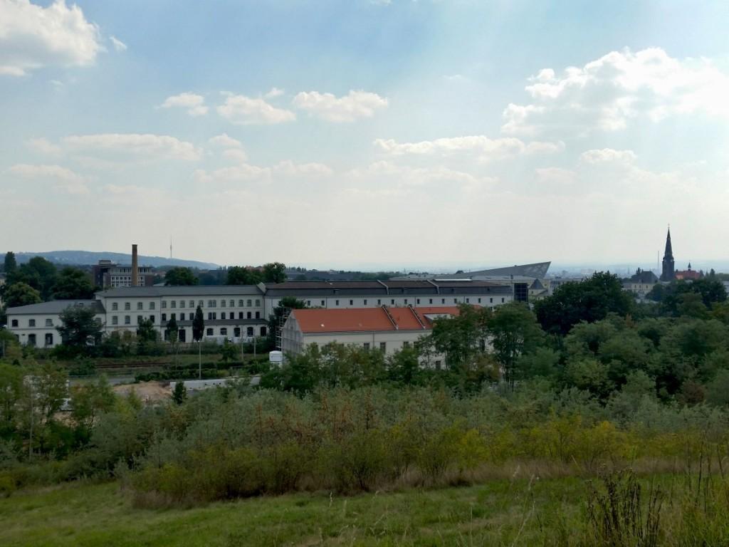 Blick zum Fernsehturm über Heeresbäckerei und Militärhistorisches Museum