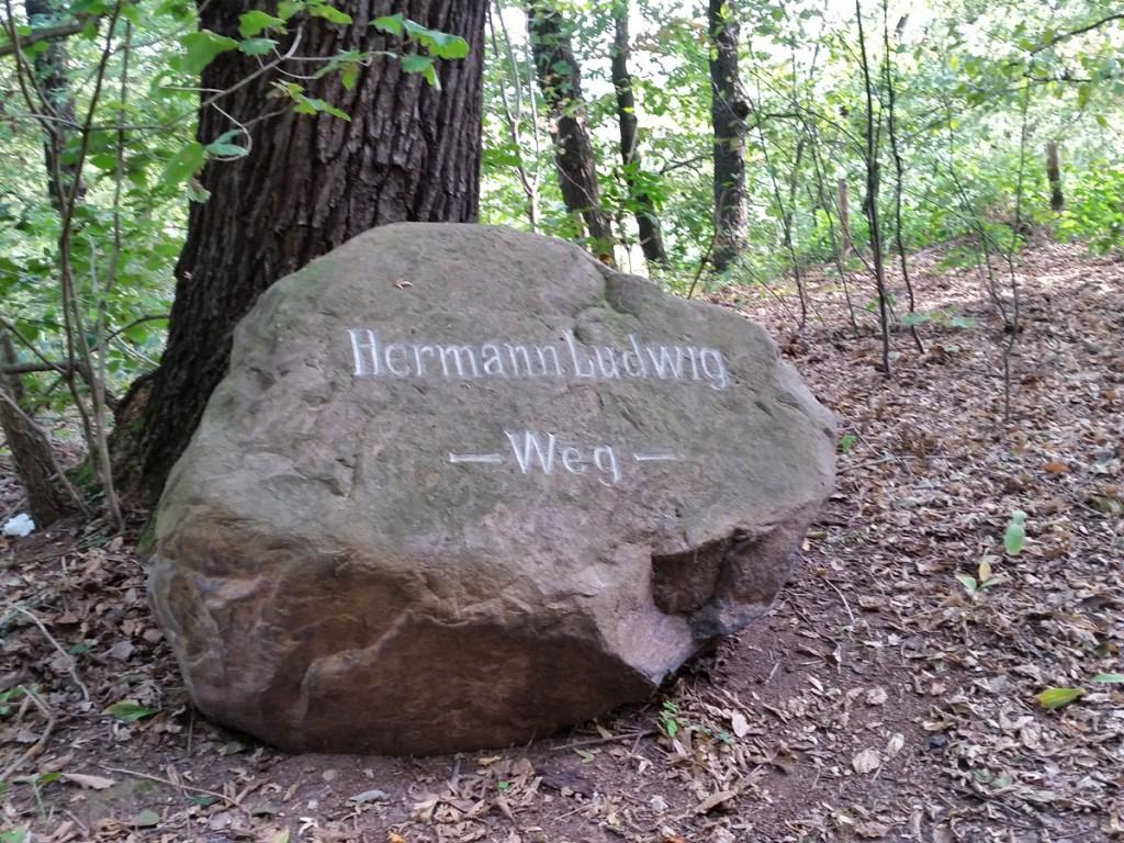 "Stein ""Hermann Ludwig-Weg"""