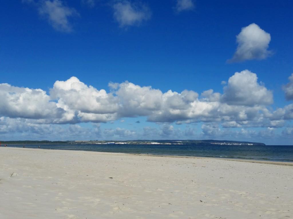 Strand in Prora mit Blick zur Kreideküste bei Sassnitz