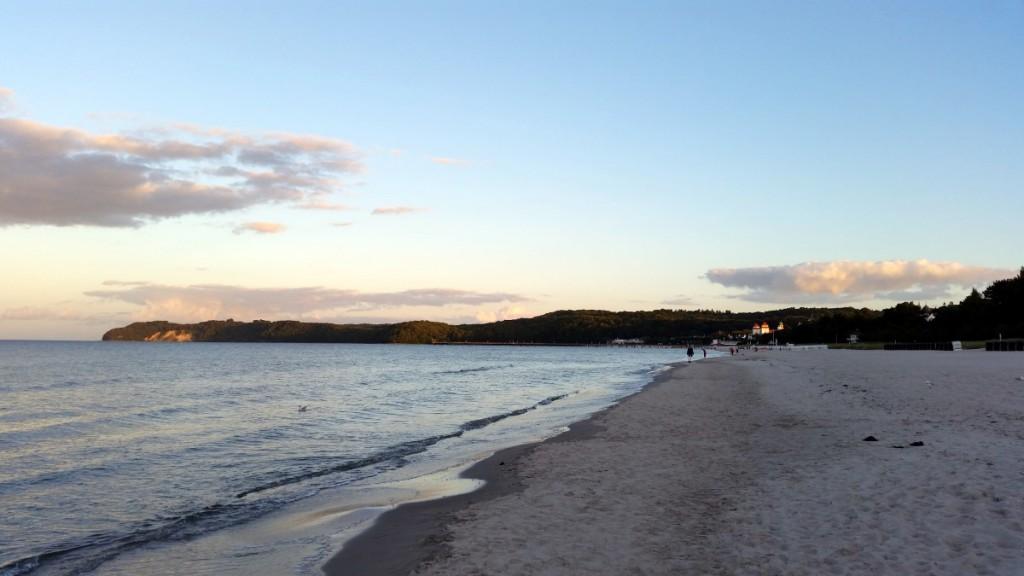 Blick zur Granitz vom Strand in Binz