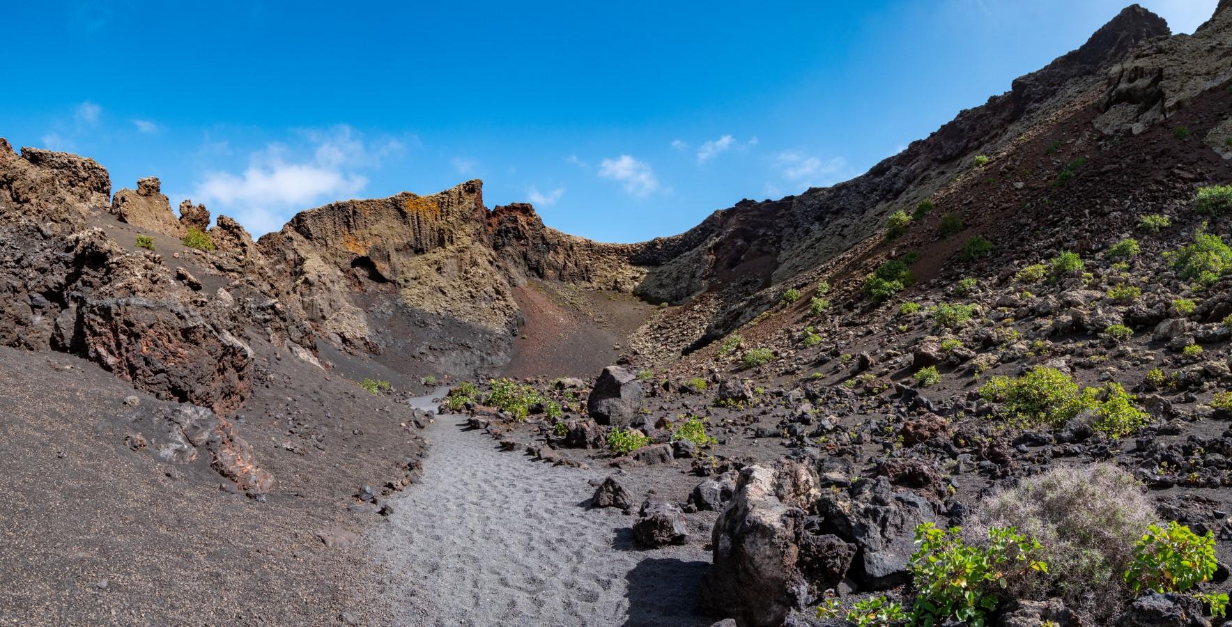 Weg im Kratergrund