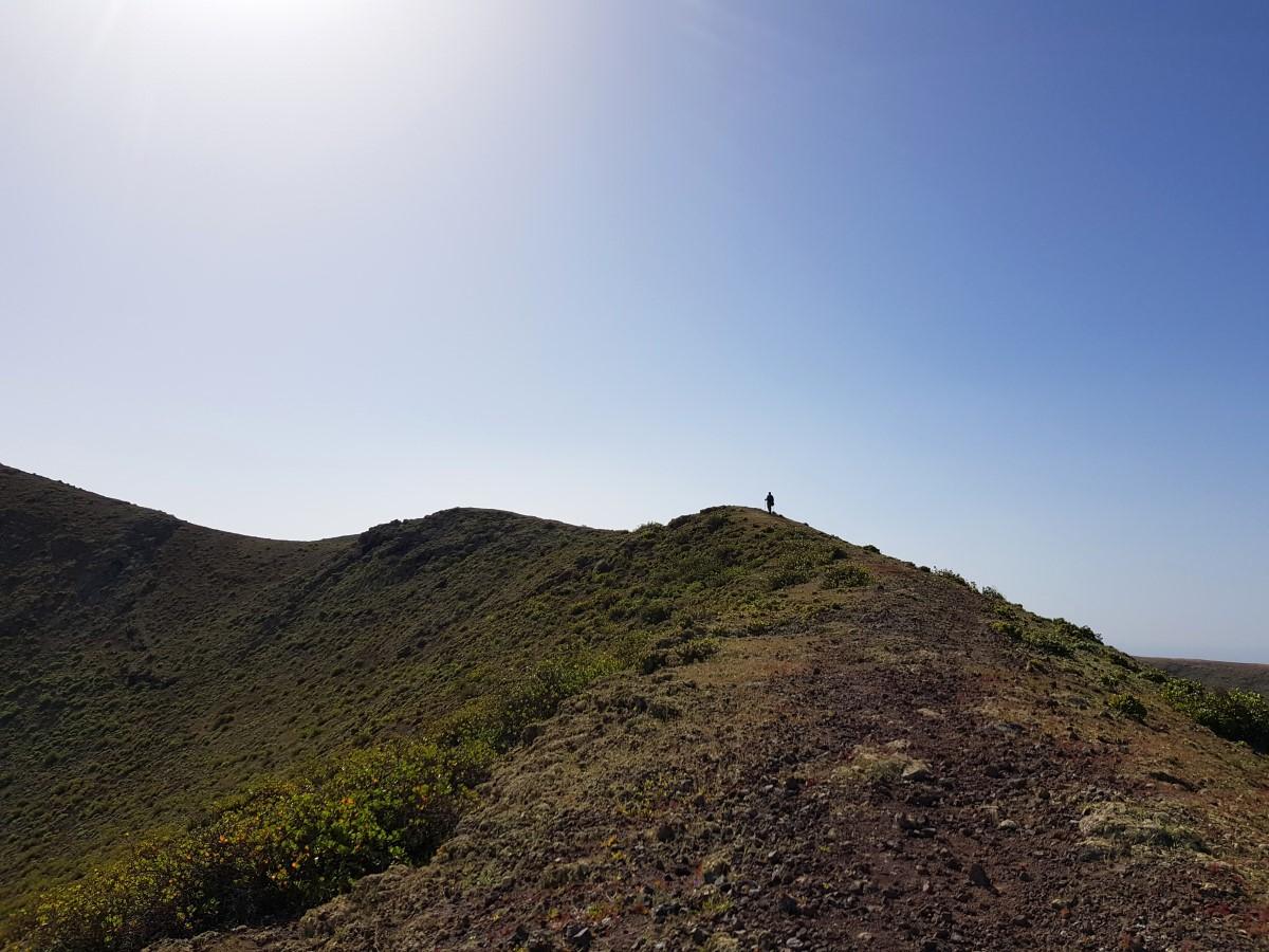 Wieder aufwärts zur Vollendung der Kraterumrundung