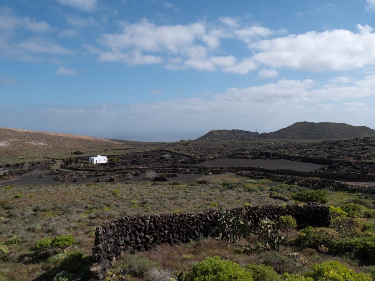 Blick zur Quemada de Órzola vom Start in Yé
