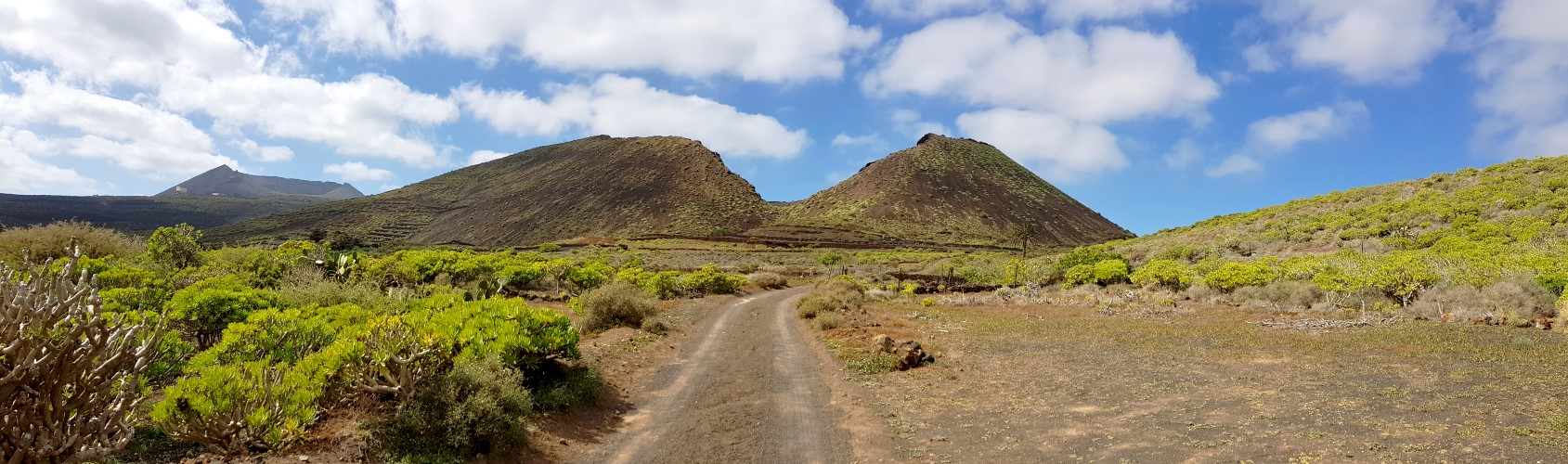 Quemada de Órzola und Monte Corona (links hinten)