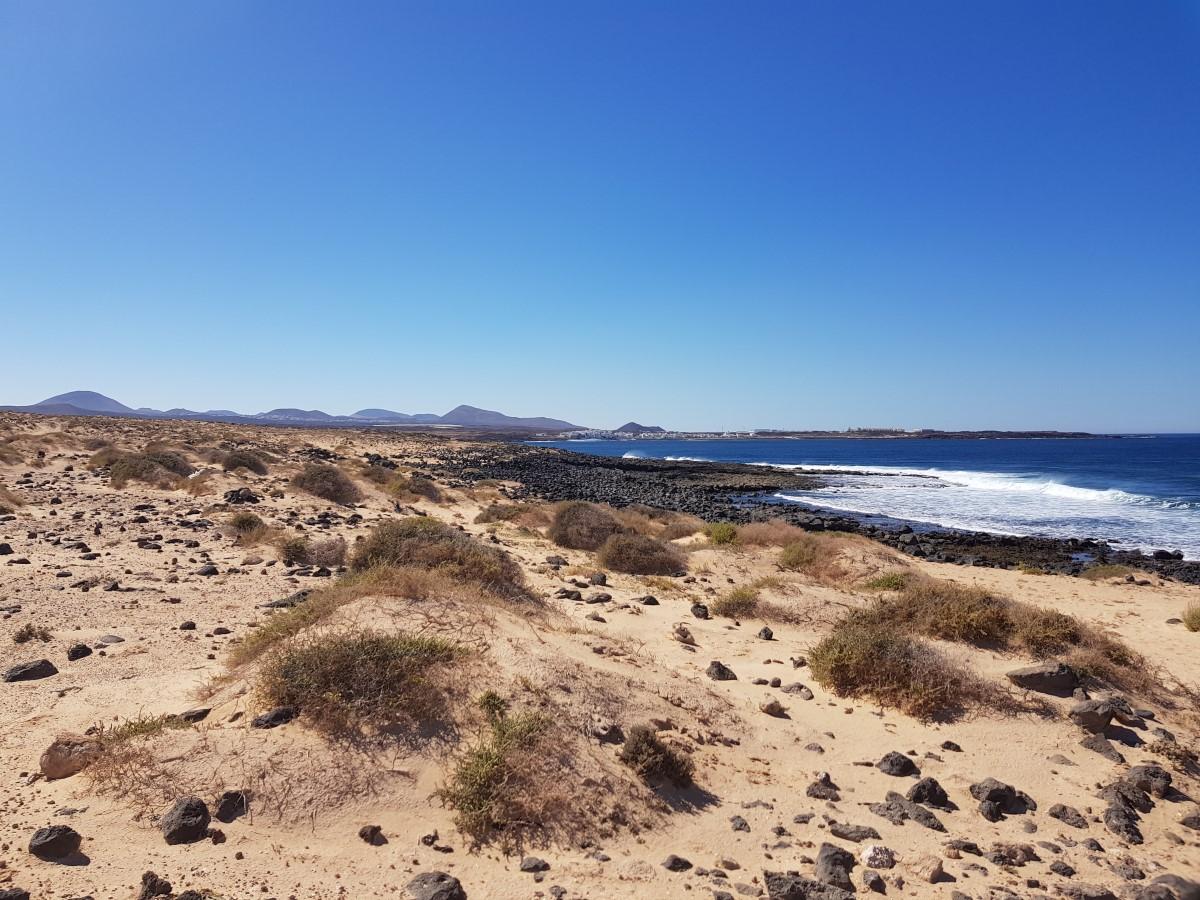 Weiter geht es entlang der Küste mit Blicken nach Caleta de Caballo und La Santa.