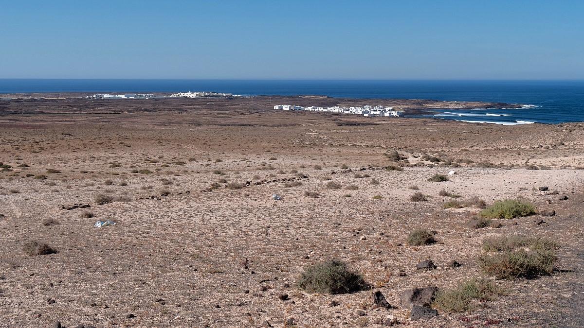 Blick vom Aufstiegsweg auf Caleta de Caballo und La Santa