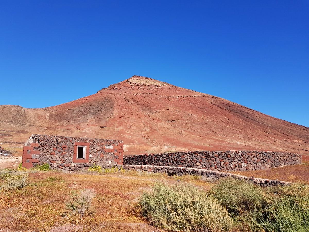 Alte Weinpresse vor dem Pico Colorado