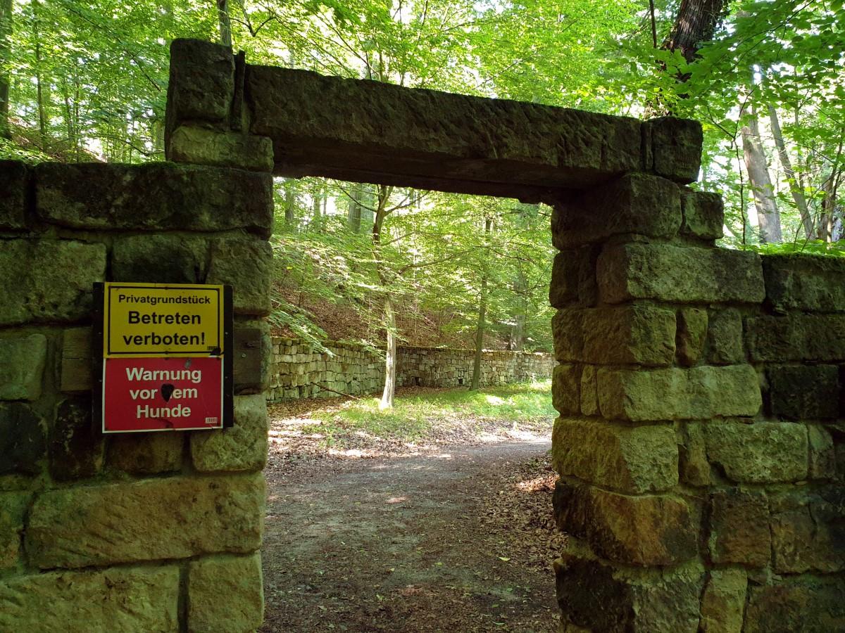 Eingang zum Schlosspark in Dürrröhrsdorf-Dittersbach
