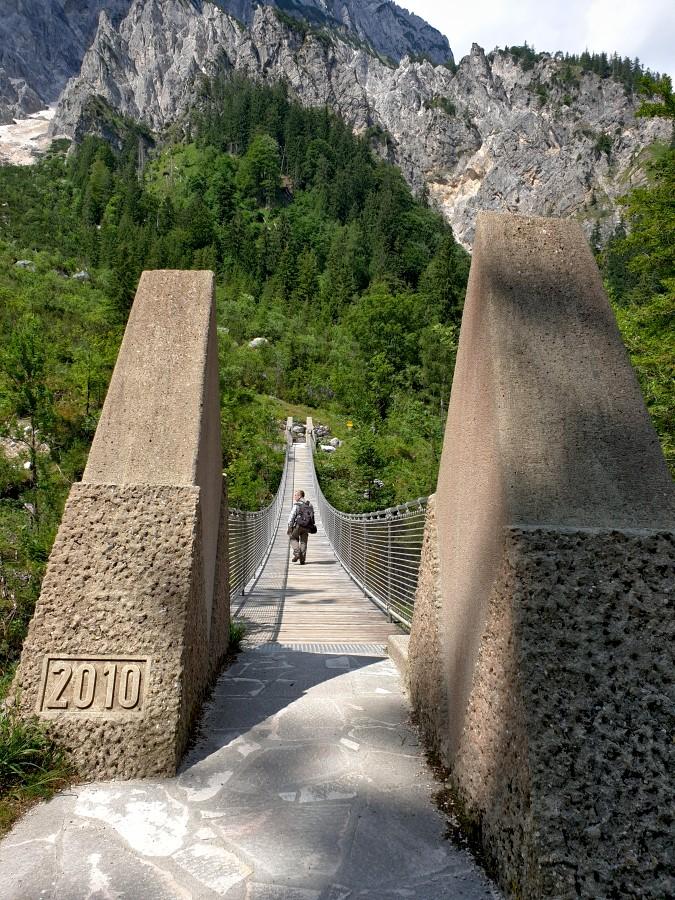 Nun geht es über die Hängebrücke.