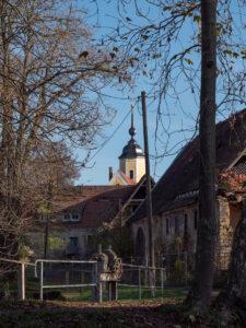 Blick zur Kirche in Oberau