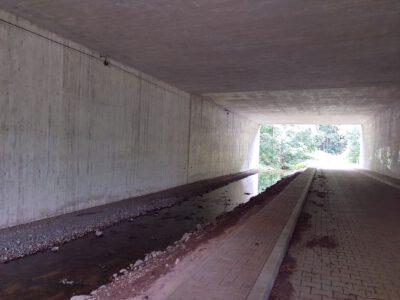 Orla und Wanderweg unter der A4...