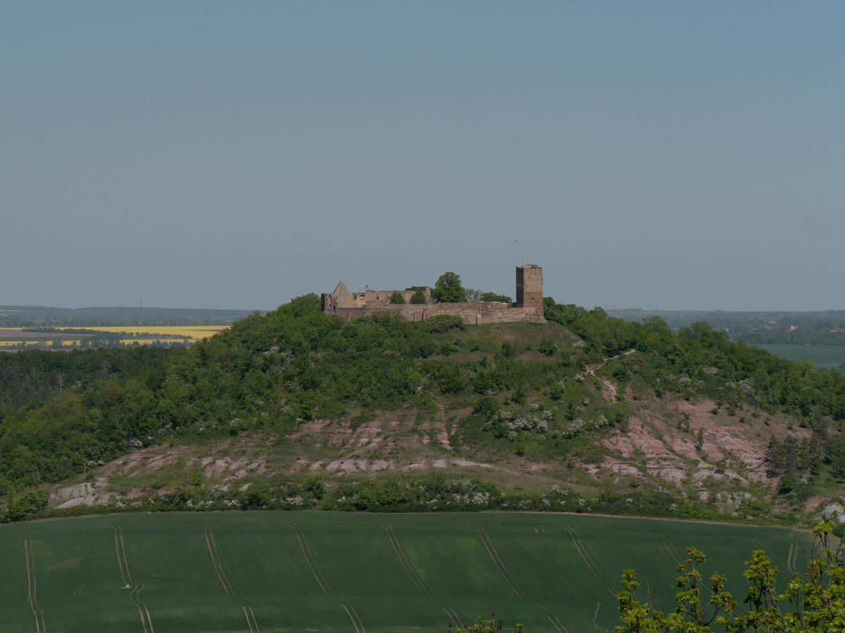 Ein Blick vom Turm der Mühlburg zur Burg Gleichen mit den Badlands