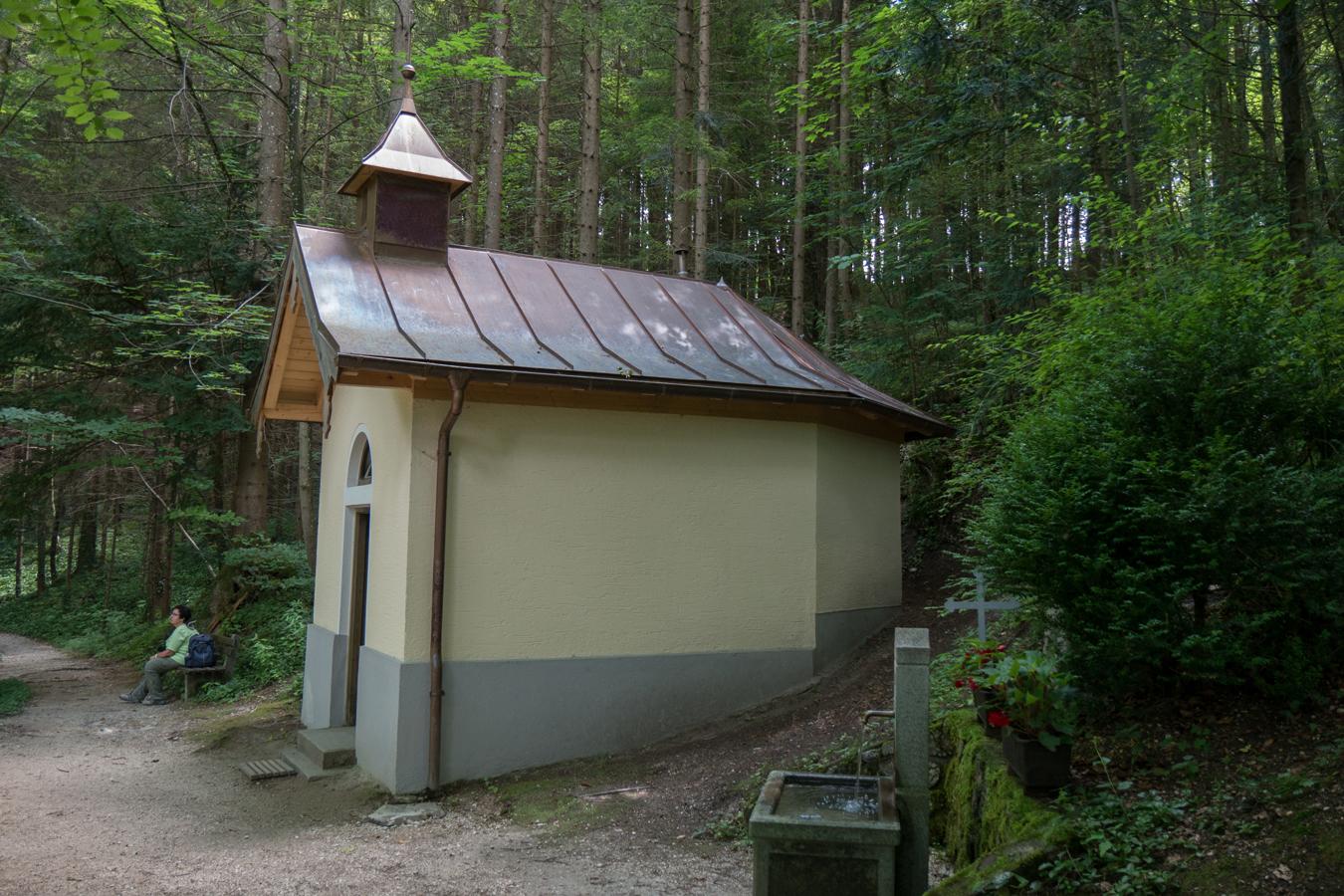 An der Lourdes Grotte