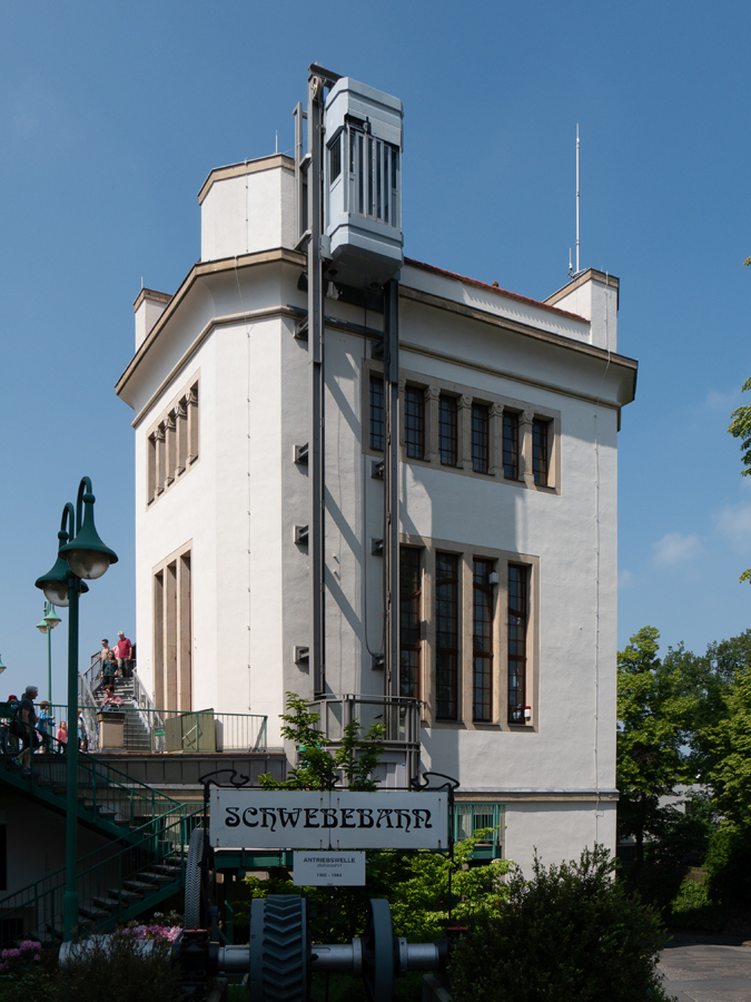 An der Bergstation der Dresdner Schwebebahn