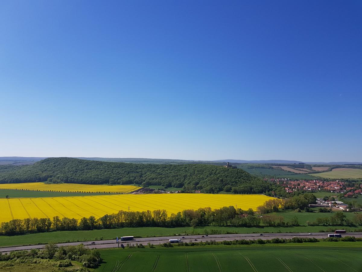 Mühlburg und Autobahn A4 von der Burg Gleichen