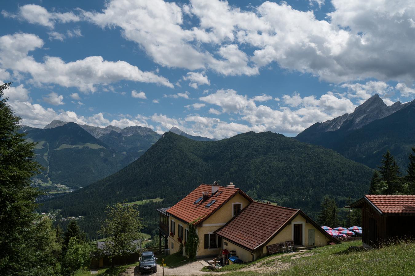 Blick über die Berggaststätte Söldenköpfl zum Grünstein