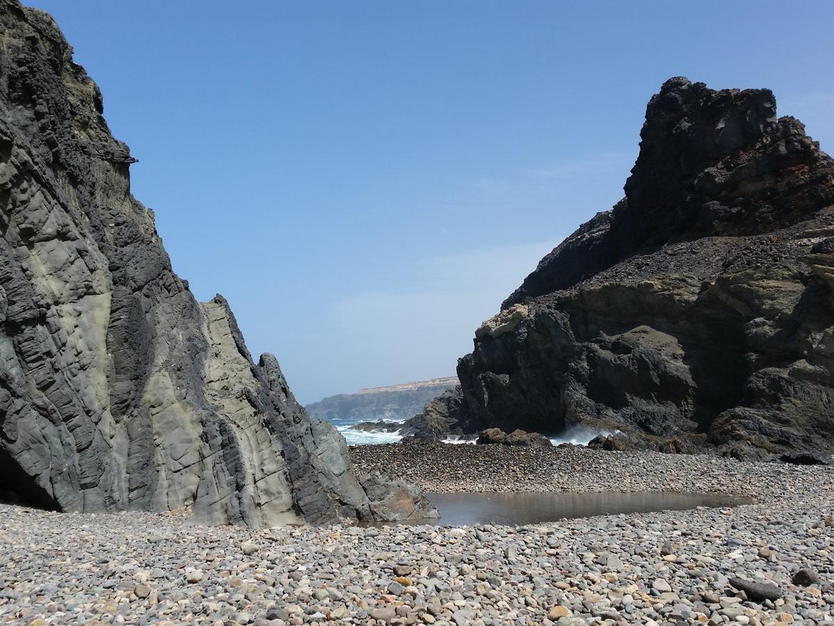 Ein Durchblick nach Norden vom Felsentor