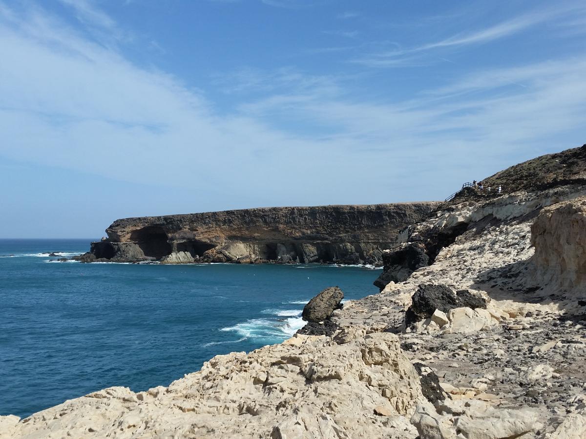 Blick über den Wanderweg zur Caleta Negra