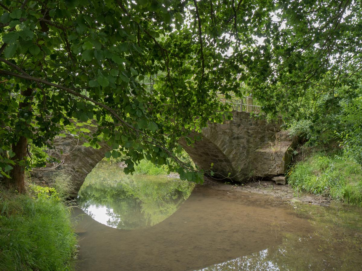Steinbogenbrücke über der Triebisch vor der Miltitzer Mühle