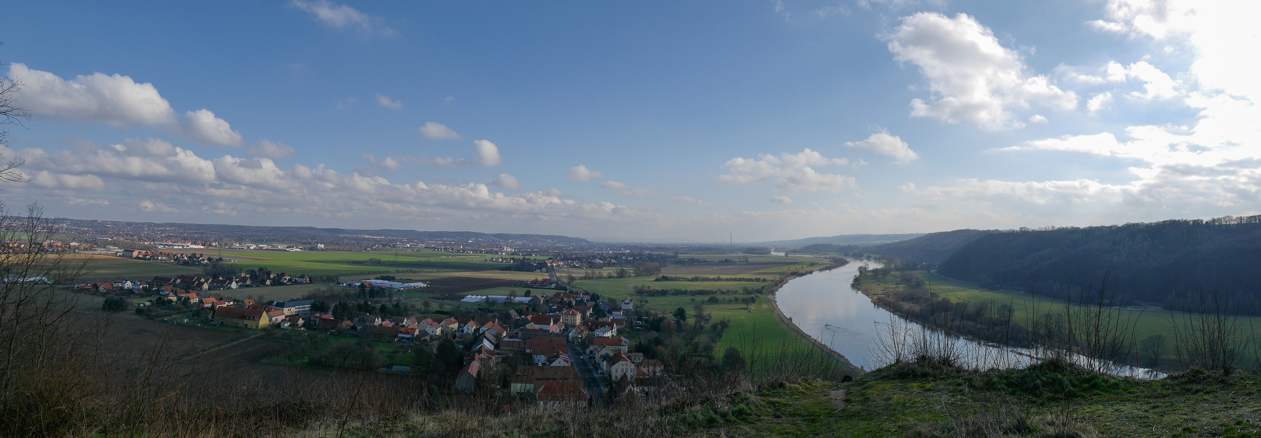 Blick von der Boselspitze elbaufwärts über Coswig und Weinböhla Richtung Dresden